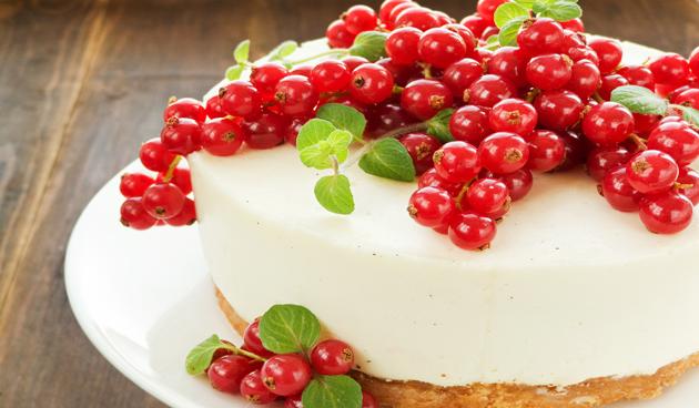 Cheesecake met rode bessen