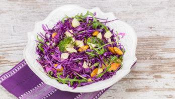 Frisse rodekoolsalade met eendenborst