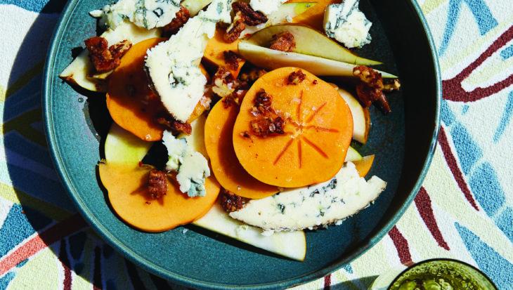 Kaki's en peren met blauwe kaas en pittige pecannoten