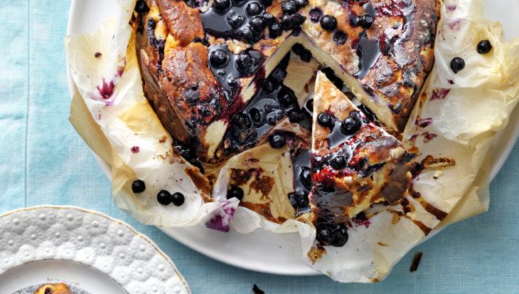 Burnt basque cheesecake met bosbessen